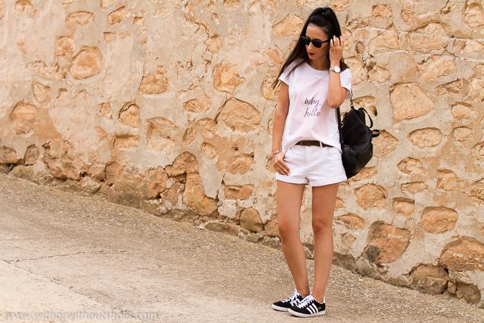 Blogger de moda valenciana con zapatillas Adidas Gazelle