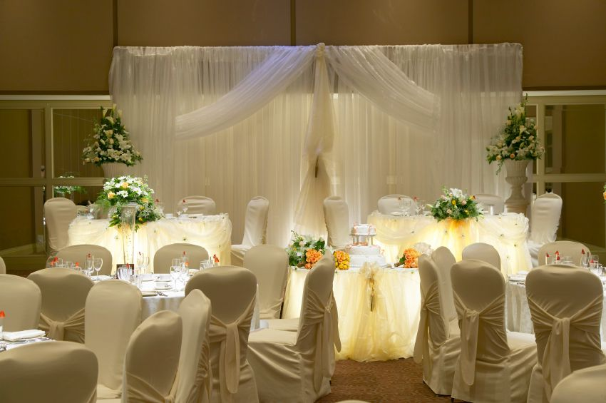 Cheap wedding decoration ideas wedding decorations for Discount wedding reception decorations