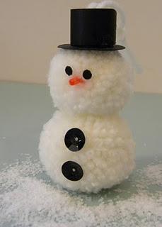 Boneco de neve feito de pompom