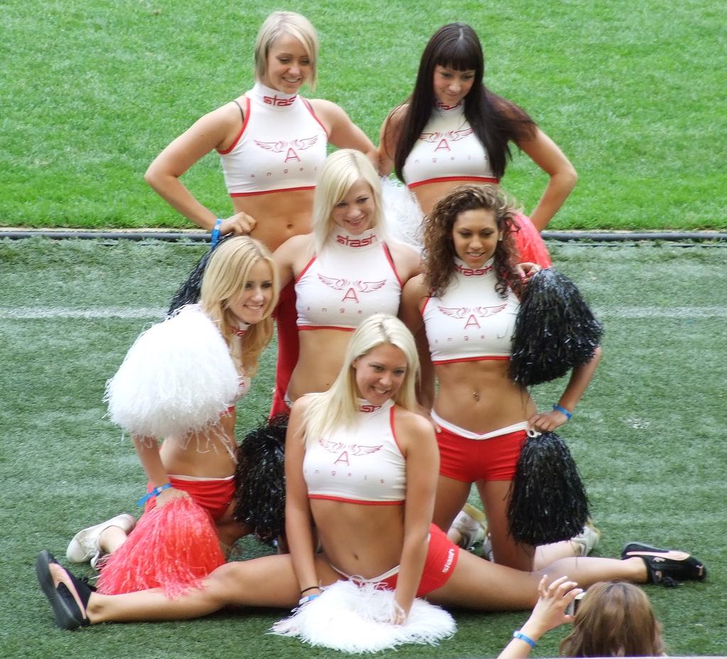 http://1.bp.blogspot.com/-mUaftF998sQ/TnCxyugBzCI/AAAAAAAAOw8/lXQGuGoXLEE/s1600/rugby%2Bcheerleaders.jpg