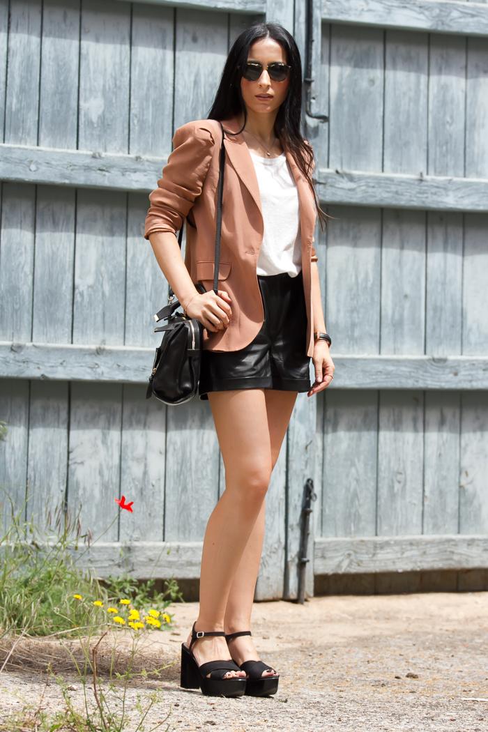 Blazer ZARA + Shorts cuero MANGO + Gafas Sol Bottega Veneta 225S