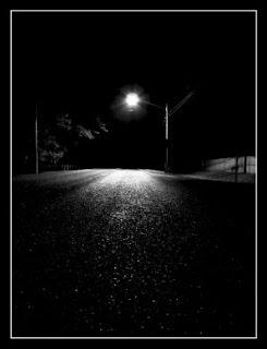 http://1.bp.blogspot.com/-mVSt13aFqdo/ToNlYuv-ekI/AAAAAAAAAYk/tf83EICoqMc/s320/lonely_night.jpg