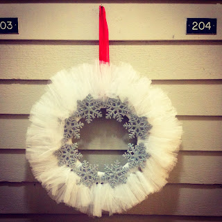 http://postgradcrafting.blogspot.com/2013/12/diy-snowflake-wreath-craft.html