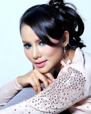 Elly Mazlein - Bicara Kasih MP3