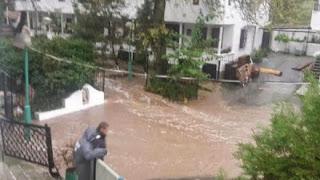Бедствено положение в Бургас, евакуират хора