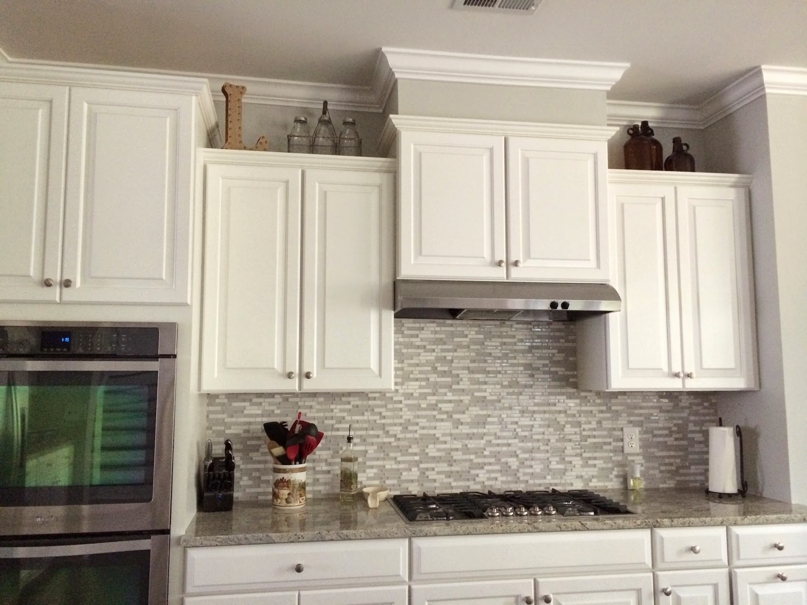 Decorating above kitchen cabinets laforce be with you for Ideas for things to put on top of kitchen cabinets