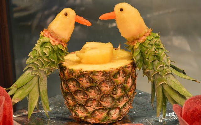 Amazing pineapple carving art most unbelievable for Pineapple carving designs