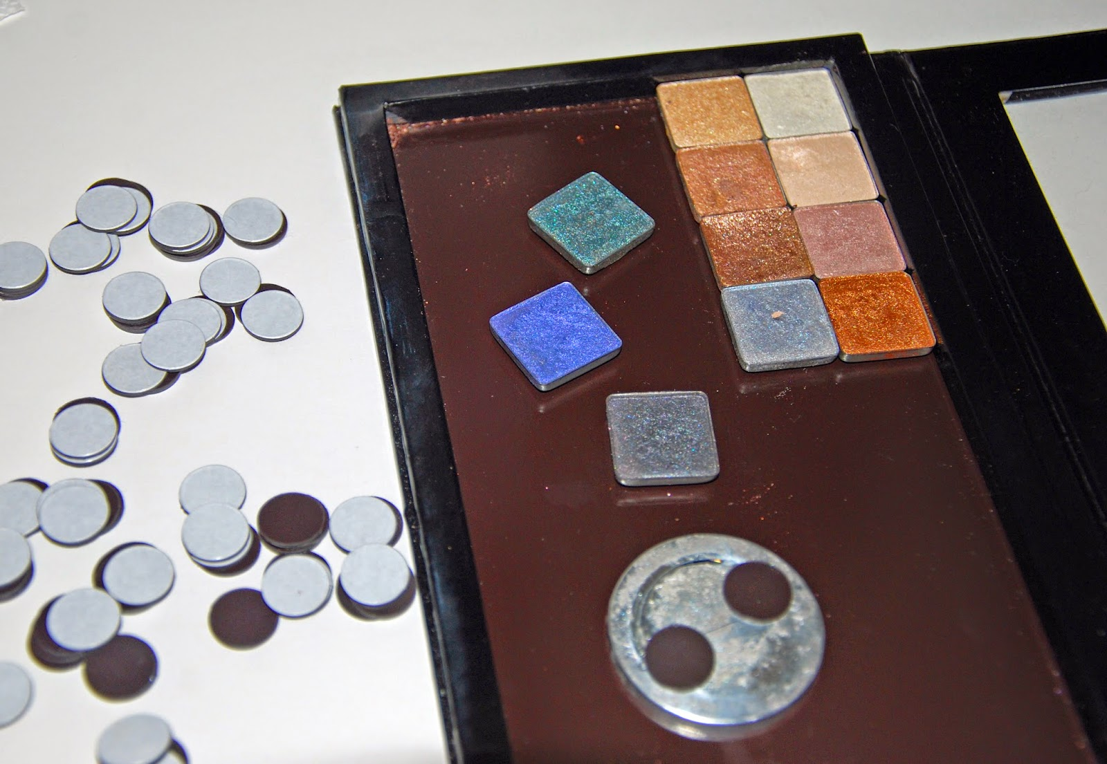 DIY Eyeshadow Palette - Magnets on Pans