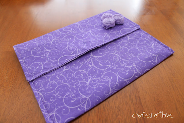 Stitched iPad Case via createcraftlove.com #sewing #ipadcase