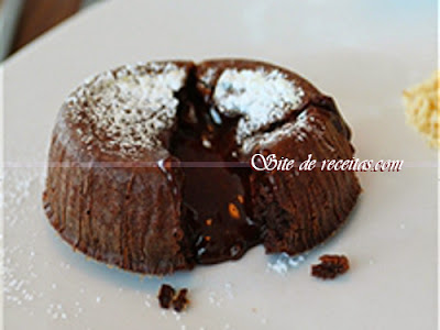 Petit gâteau com biomassa de banana verde