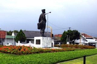 Monumen Husein Sastranegara Bandung