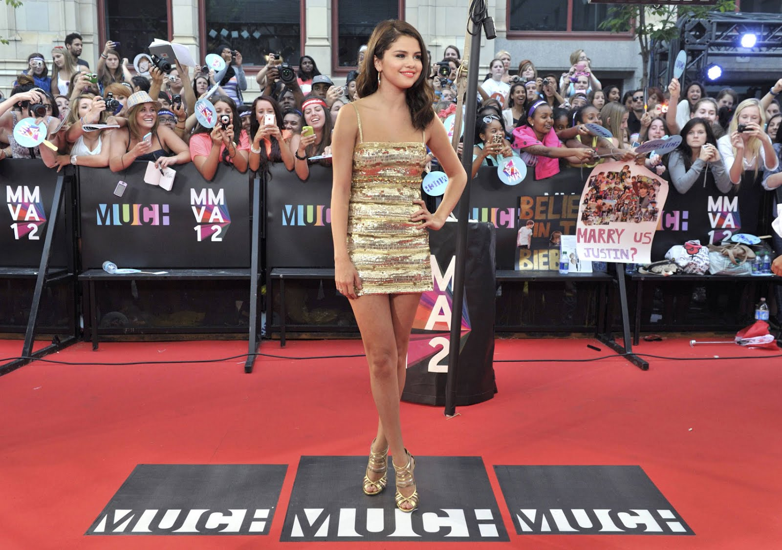 http://1.bp.blogspot.com/-mWeJF0GBD7I/T-NU3H1fRwI/AAAAAAAAHV0/vDS_cbjYriU/s1600/SELENA-GOMEZ-at-2012-MuchMusic-Video-Awards-in-Toronto-7.jpg