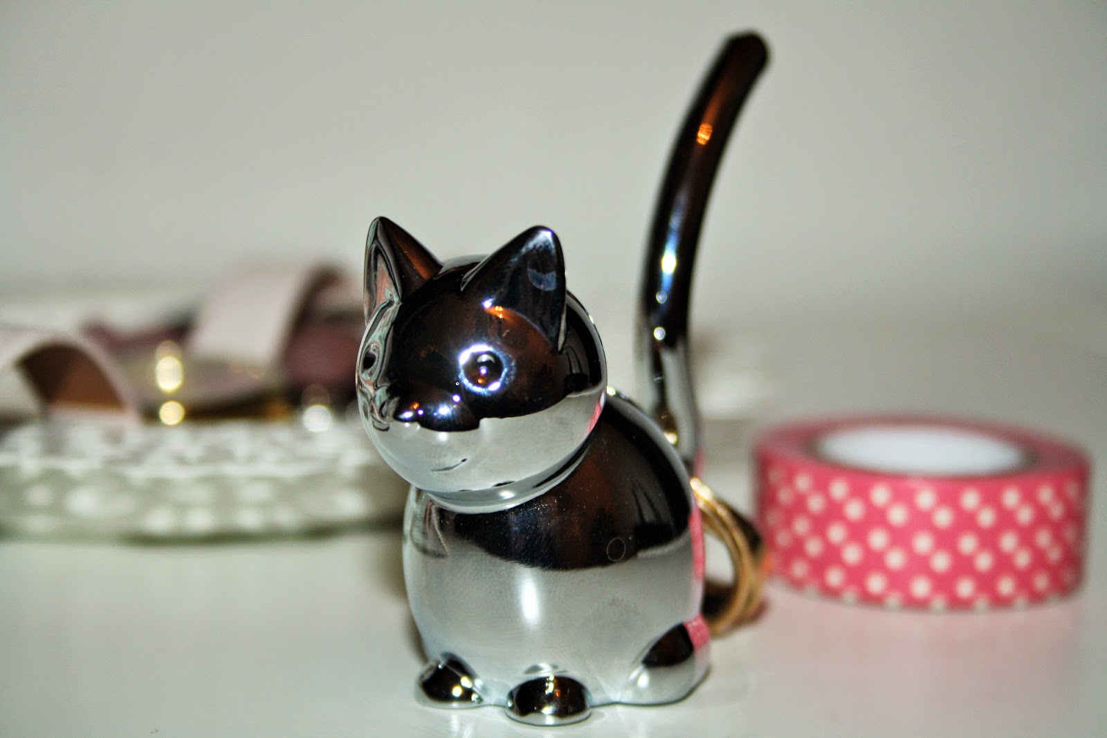 REVIEW: CAT RING HOLDER - PRETTY YOUNG THING