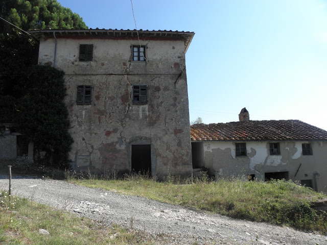 Foto di fiesole case abbandonate nella valle del mugnone for Seminterrato di case abbandonate
