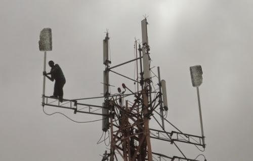 Operadora de celular coloca esponja de aço na torre para aumentar força do sinal
