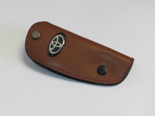 Dompet Kunci Toyota Bahan Kulit Coklat Tua Ukuran 10.5x4.2cm