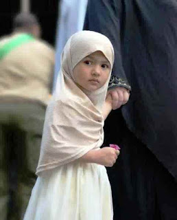 Anak Perempuan Cantik Memakai Jilbab
