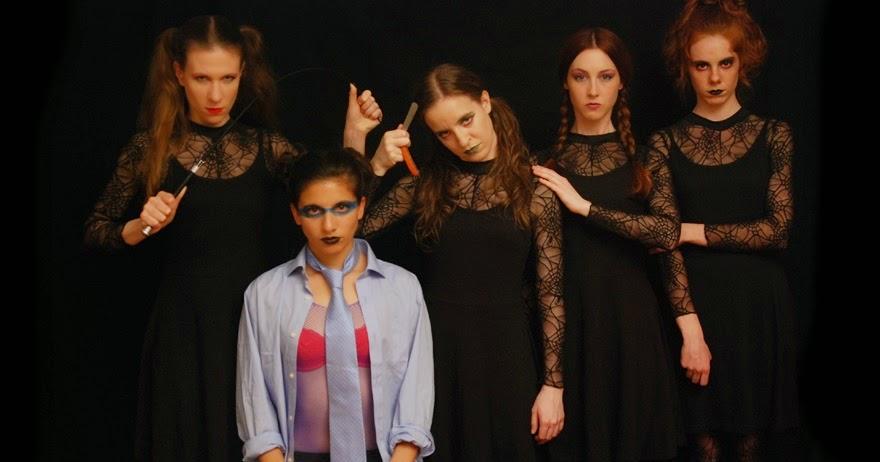 Inés Kerzan, Cocó Jiménez Carvajal, Ana Azorín, Ángela Peirat y Cristina Varona en 'Retablo Pánico' de Ramón Paso