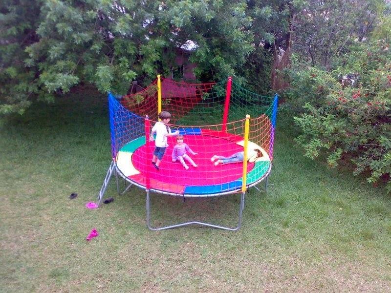 Faça a alegria da criançada, deixando sua festa mais divertida com a  Bombando Brinque