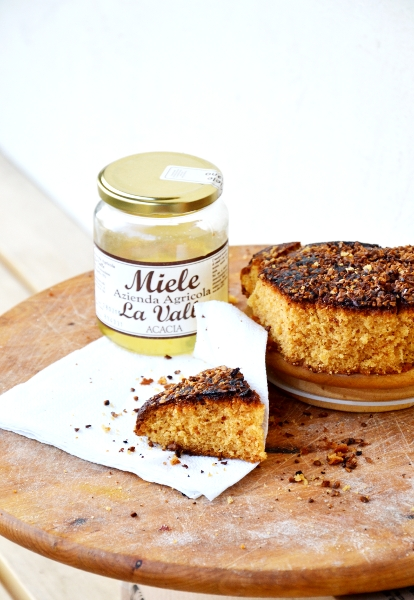 torta al miele d'acacia e granella di nocciole
