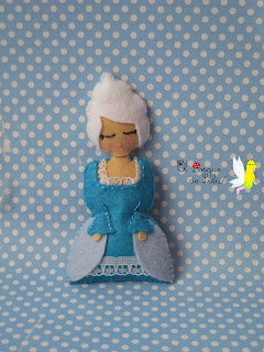broche-fieltro-dama-epoca-azul-maria-antonieta