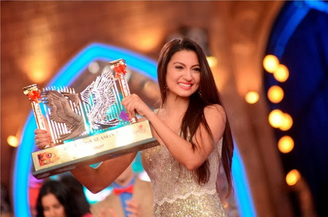The winner of Bigg Boss season 7 Gauhar Khan with winning trophy