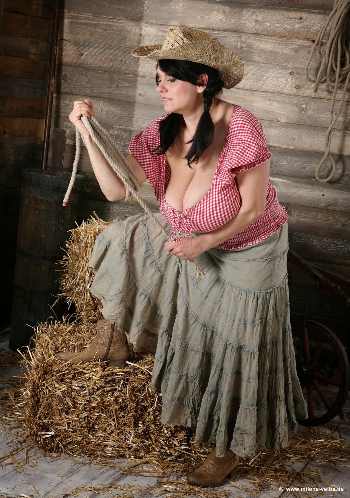 Голые тетки в деревне фото (перепутал