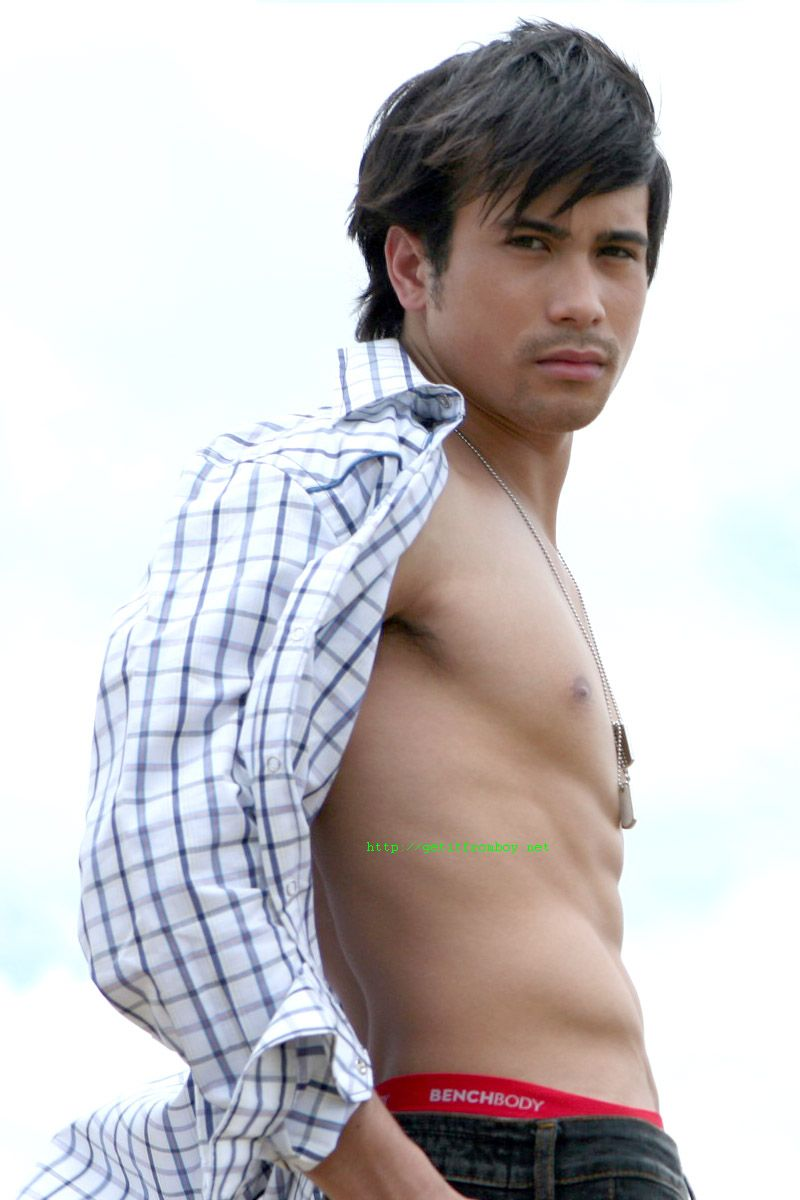 sam milby shirtless 3 Sexy Latin Actor: William Levy