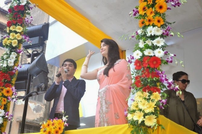 Aishwarya Rai Inaugurates Kalyan Jewellers Store In Ghatkopar