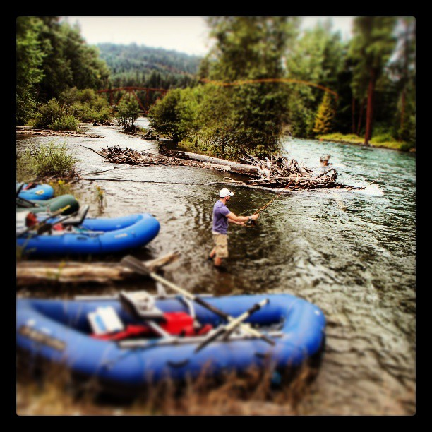 Extrahyperactive rafting and fly fishing on the cle elum for Best fly fishing raft