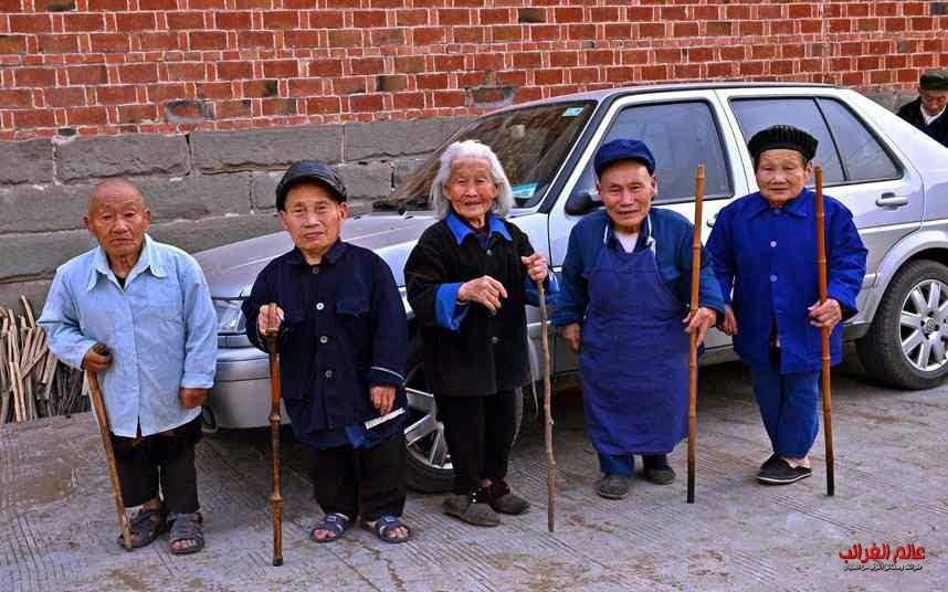 الأقزام، الصين، العجائب والغرائب