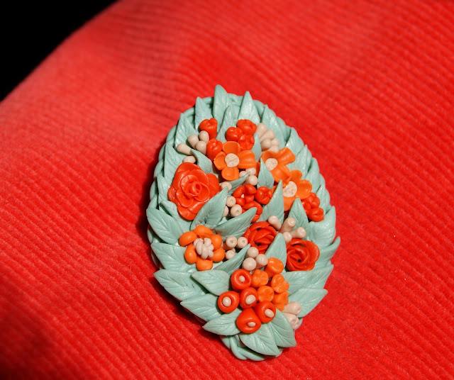 Брошь с цветами из полимерной глины, брошка, цветы, брошь из глины, цветы в украшениях, цветы из полимерной глины