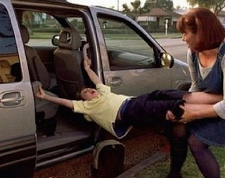 funny picture: mother pulls child from the car