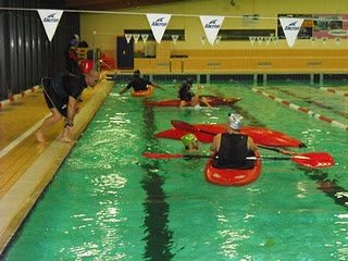 Oggiono kayak team asd corsi di eskimo in piscina - Piscina oggiono ...