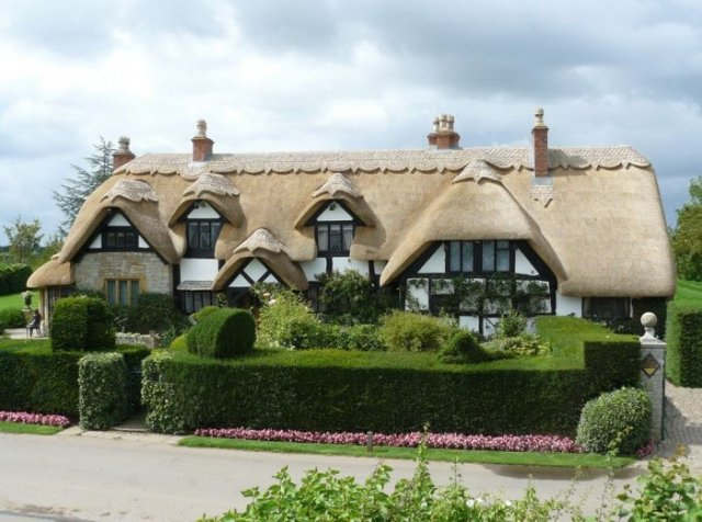 Amazing English Houses With Beautiful Roofs Seen On www.coolpicturegallery.us