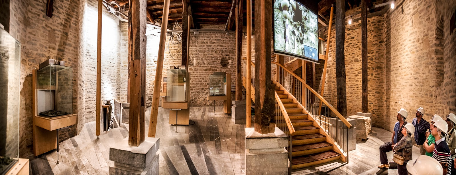 Panorámica interior del acceso por el edificio de la calle de la Cuchillería :: Panorámica 7 x Canon EOS 5D MkIII | ISO3200 | Canon 17-40 @17mm | f/4.0 | 1/15s