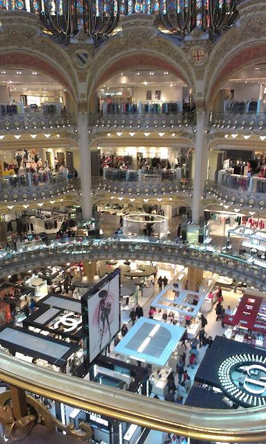 Paris France tourisme voyage Galeries Lafayette