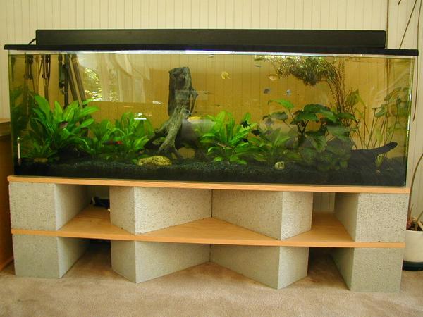 قاعدة لحوض السمك مصنوعة بالياجور