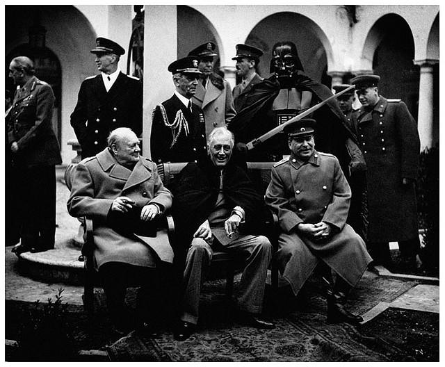 Agan Harahap. Toyib. Super Hero. Doctor Ojiplático. Conferencia de Yalta, Feb 1945