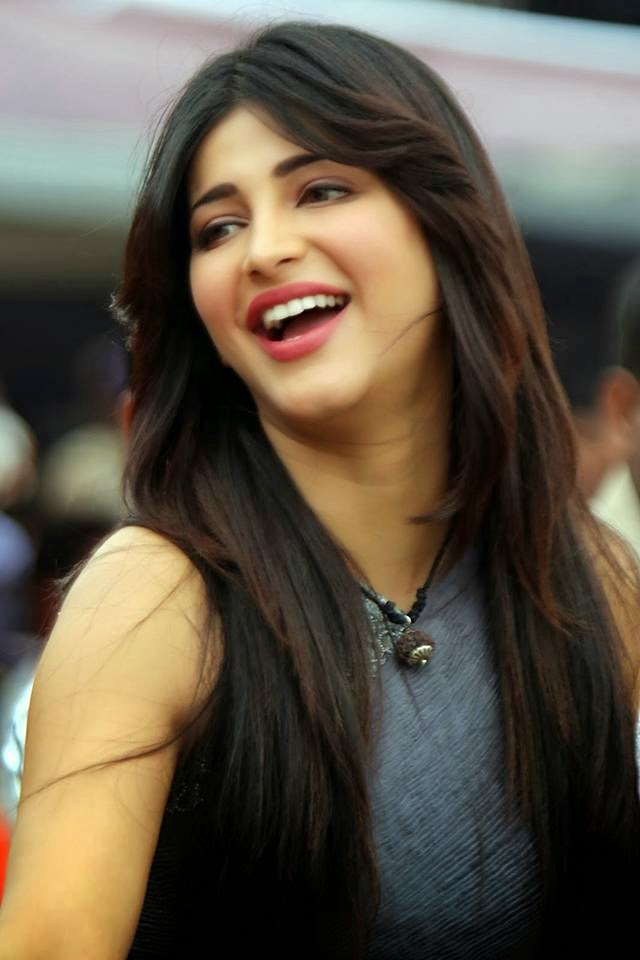 Shruthi Hassan at CCL 4 Cricket Match