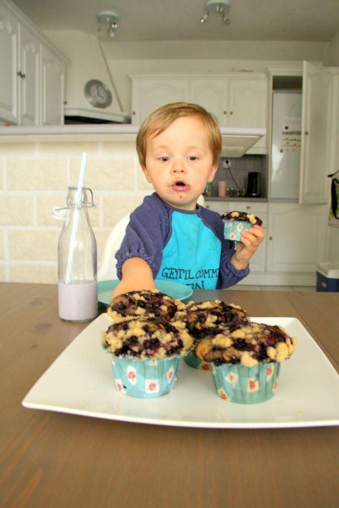 muffinki jagodowe, pełnoziarniste babeczki, babeczki z kruszonką