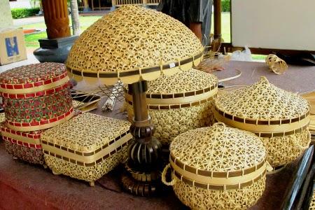 Anyaman Bambu Kalo/Irik, Kerajinan Tangan Khas Desa ...