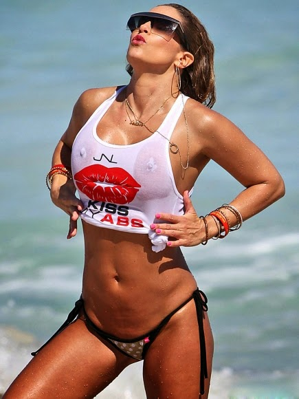 Jennifer-Nicole-Lee-Wet-T-Shirt-and-Bikini-Bottom-on-Miami-Beach-05-435x580