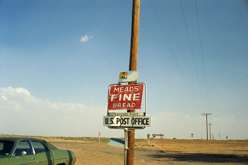 masters of photography : Stephen Shore : photo of label in desert