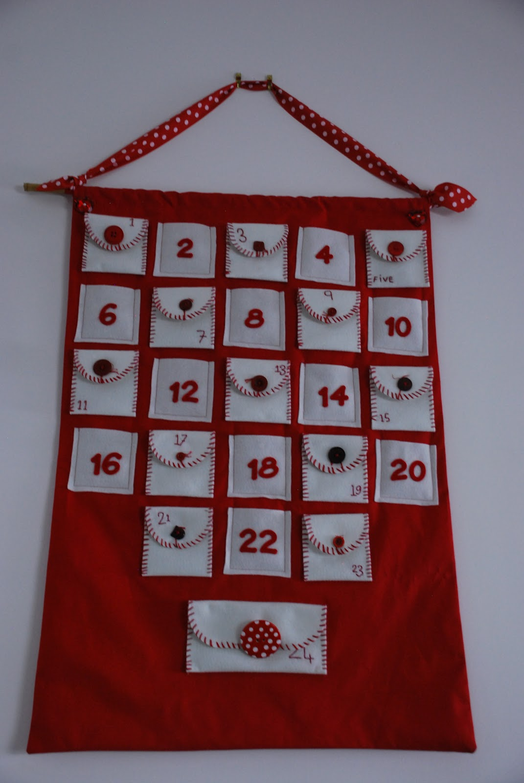 Advent Calendar Handmade : Children clothes crafts and conversation handcrafted