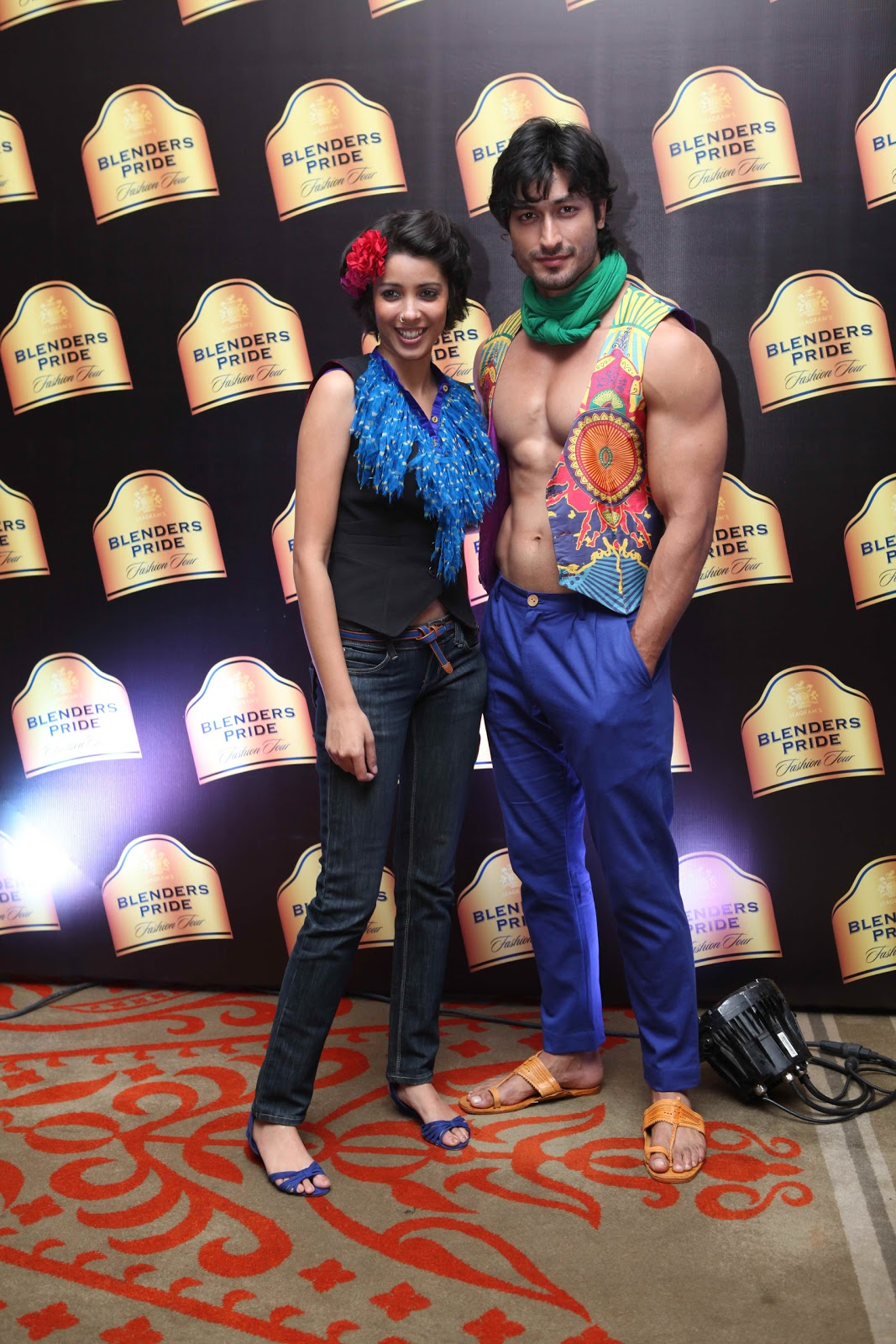 Displaying 19> Images For - Vidyut Jamwal Abs...
