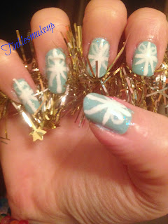 wrapping_paper_nail_art