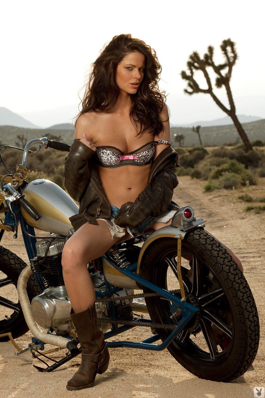 КОНКУРЕНЦИЈА - Page 3 Bsa-girl-motorbike-motographite-3
