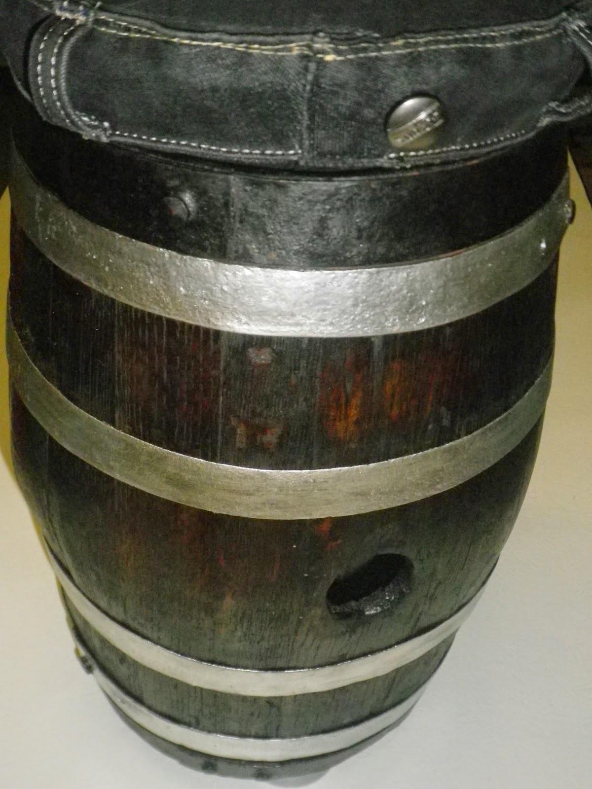 Cinnamon art barril de vino recuperado en taburete - Barril de vino ...
