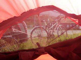 tält, cykelsemester, cykla med hund, hundkärra cykel